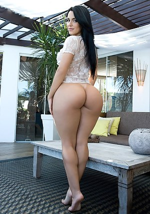 Naked big wide booty